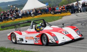 Auch Rennreifen werden hier vetrieben. (Bild: Menzi Motorsportfotos)