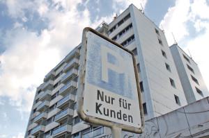Helvetia-Hochhaus an der Bachstrasse. Geht man so mit seinen Kunden um? (Bild: sb)