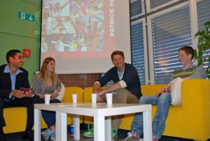 Patrick Heuscher im Interview auf der sportlounge zwischen den SBW SportKV Lehrlingen in Kreuzlingen. (Bild: zvg)
