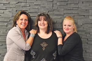 Karin Keller (v.l.), Pascale Deiss und Samantha Morgenthaler verschönern ihre Kunden von Kopf bis Fuss.(Bild: ek)