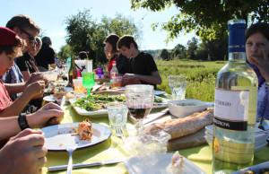 Für Speis und Trank sorgten die Gäste selbst. (Bild: ek)