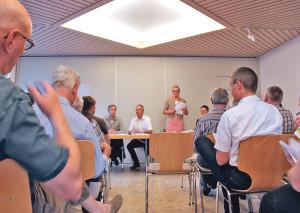 Frau Gemeindeammann Rosmarie Obergfell in der hitzigen Diskussion. (Bild: ek)