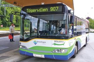 Der Stadtrat will, dass der 907er auch die nächsten vier Jahre fährt. (Bild: sb)