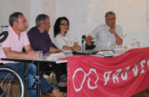 Bei Pro Velo auf dem Podium (v.l.): Thomas Beringer (EVP), Moderator Eddie Kessler, Barbara Jäggi-Gretler (FDP) und Ernst Zülle (CVP). (Bild: Thomas Martens)