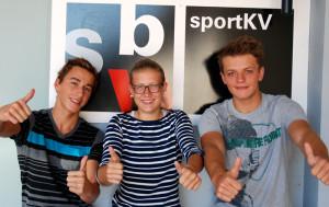 Ein erfolgreiches Wochenende für die SBW SportKV-Lehrlinge (v.l.) Timi Schlatter (Schwimmen), Anna Gabric (Tennis) und Jan Möckli (Wasserball). (Bild: zvg)