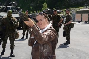 Wen die neue Regierungsrätin Carmen Haag da wohl ins Visier genommen hat? (Bild: ID)