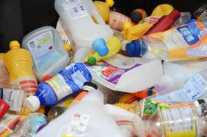 2_Nur Plastikflaschen aus dem Haushaltsbereich gehören in den Sammelbehälter. (Bild: zvg)