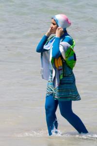 Burkini ist ein Kofferwort aus Burka (bzw. Body) und Bikini. (Bild: Giorgio Montersino, Milan, Italy/wikipedia)