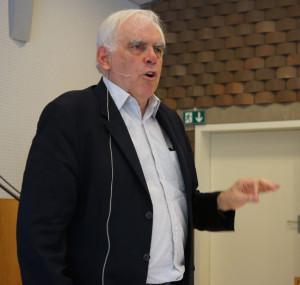 Hans (Jonny) Wiprächtiger plauderte aus dem Nähkästchen und hielt ein erfolgreiches Plädoyer für das Schweizerische Rechtssystem. (Bild: zvg)