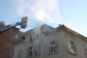 Die Kreuzlinger Feuerwehr fuhr ihr ganzes Können aus. (Bild: ek)