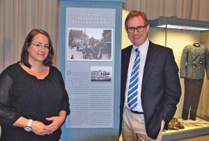 Die wissenschaftliche Volontärin Lisa Foege und Museumsleiter Tobias Engesing haben die Ausstellung konzipiert. (Bild: Thomas Martens)