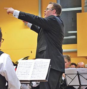 Stefan Roth dirigierte das Symphonische Blasorchester zum Sieg. (Bild: zvg)