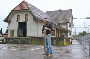 Manuel Fend hat sich im hinteren Teil des Bahnhofsgebäudes Bernrain ein Atelier samt Ausstellungsräumen eingerichtet. (Bild: sb)