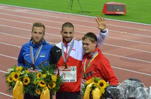 Kariem Hussein, der «Pharao aus Tägerwilen», neben dem Zweitplatzierten, dem Esten Rasmus Mägi, und Denis Kudrjawzew aus Russland, der Dritter wurde. (Bild: zvg)