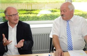 Walter Berger, Chef des Amtes für Volksschule (re.), und Felix Züst, Verband Thurgauer Schulgemeinden, orientierten über den Schuljahreswechsel. (Bild: zvg)