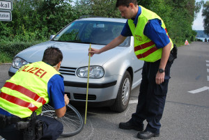 Die Spurensicherung bei Unfällen gehört auch zur Polizeiarbeit. (Bild: Thomas Martens)