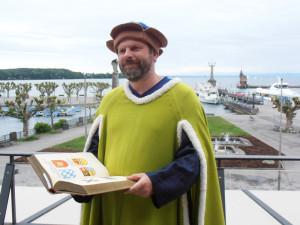 Der Stadtführer als Ulrich Richental verkleidet. (Bild: zvg)
