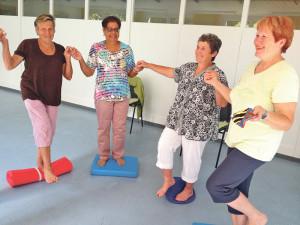 In speziellen Kursen können Senioren lernen, wie sie Stürzen leicht vorbeugen. (Bild. zvg)
