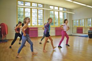 Wer tanzt, ist glücklicher und damit gesünder: Schülerinnen der Jazzdance-Klasse von Sonny Walterspiel. (Bild: sb)