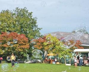 Das Herbstfest des Ekkharthofs: Vielfältig wie Seifenblasen.(Bild: zvg)