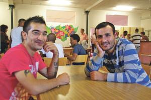 Mihemed und Ahmed, zweiKurden aus Syrien im Kaffeeraum. (Bilder: sb)