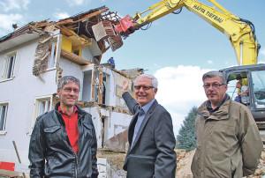 Werner Brack (Brack Bauleistungen), Guido Goldinger und Giorgio Zambelli (Brack Bauleistungen) freuen sich über den Baufortschritt. (Bild: Thomas Martens)