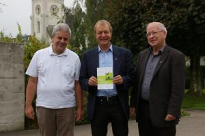 Die katholischen Pfarrer Leo Tanner (m.) und Josef Gander (r.) mit Pfarrer Damian Brot von der Evangelischen Kirchgemeinde Kreuzlingen. (Bild: sb)