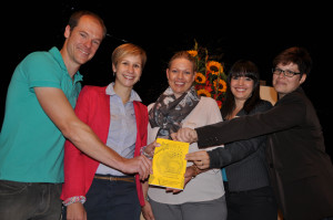 Der neu eingesetzte Vorstand gab sein Debüt (v.l.): Präsident Lukas Dischler, Gabriela Stacher, Susanne Bühler, Vizepräsidentin Janaira Schär und Anna Barozzino. (Bild: Werner Lenzin)