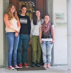 Katrin, Piet, Luca und Giovanna (v.l.) haben das IGCSE erhalten.(Bild: zvg)