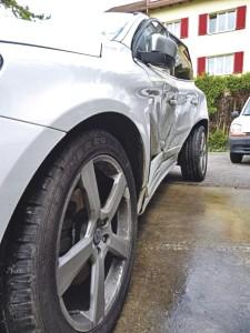 Mit 100 km/h prallte der BMW seitwärts in den Volvo. (Bild: zvg)