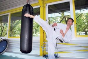 Reto Kern in Aktion im Karatecenter. (Bild: Thomas Martens)