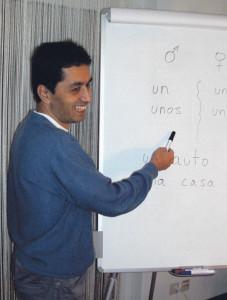 Ulises Guzman passt den Spanischunterricht an seine Schüler an.(Bild: zvg)
