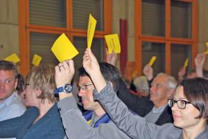 Der Münsterlinger Souverän bei der Stimmabgabe. (Bild: Thomas Martens)