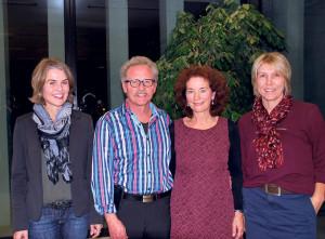 (V.l.) Esther Haller, Jörg und Madeleine Vollenweider und Karin Griesemer feierten das zehnjährige Jubiläum der School of English. (Bild: sb)