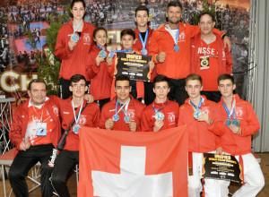 Das Team mit Trainer Elson Kabashi oben rechts. (Bild: zvg)
