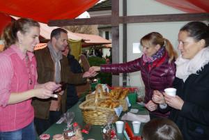 Beim traditionellen Gottlieber Adventsmarkt gab es auch dieses Jahr wieder viele kleine Kostbarkeiten zu entdecken und zu erwerben. (Bild: Martin Bächer)
