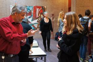 Prorektor Hans Amrhein erkärt die Aufnahme an der PMS. (Bild: zvg)