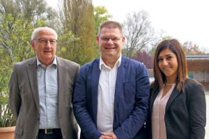 René Zweifel (Mitte) kandidiert für das Amt des Schulpräsidenten, Concetta Critelli und Ruedi Mösli sind im Unterstützungskomitee aktiv. (Bild: sb)