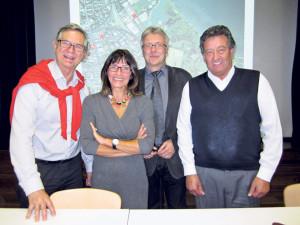 (V.l.) Moderator Paul Stähli, Stadträtin Dorena Raggenbass und Stadtrat Ernst Zülle, Quartiervereinspräsident Ueli Bührer.  (Bild: Stefan Böker)