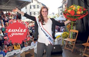 Die Apfelkönigin Monika Ausderau nimmt an der Verlosung teil. (Bild: zvg)