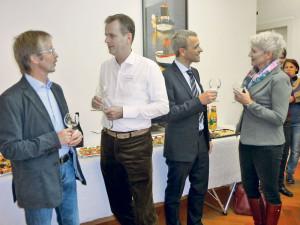 Martin Reichel (2.v.l.) und Frank-Andreas Longère (2.v.r.) beim Apéro.(Bild: pd)