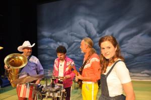 Die Band mit Ann Kathrin Doerig als Dorothy. (Bild: Sarah Wiederhold)