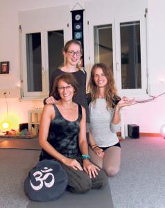 Esther Schmid (v.u.), Sabina Stahl und Iris Glabischnig im neuen YaYoga Studio. (Bild: ek)