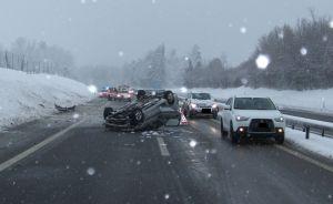 Beim Unfall wurde der Lenker unbestimmt verletzt. (Bilder: Kantonspolizei Thurgau)