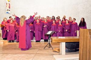 Am Sonntagsverkauf vom 14. Dezember wird der Gospelchor «Glarner Inspirational Singers» das Publikum bezaubern. (Bild: zvg)