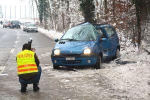 Der 39-jährige Autofahrer wurde beim Unfall schwer verletzt. (Bild: Daniel Meili/Kapo TG)