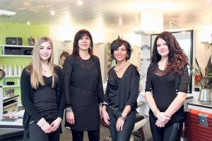 Noémie Rilling (v.l.), Mina Belardo, Rita Tassone und Brigitte Kellenberger konnten den Coiffeursalon an der Hauptstrasse 92 erfolgreich weiterführen. (Bild: ek)