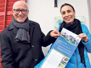 Carmen Ramos, Projektleiterin Stadtführungen und Stadtammann Andreas Netzle präsentieren zum sechsten Mal die vielseitigen Stadtführungen «Kreuzlingen entdecken». (Bild: zvg)
