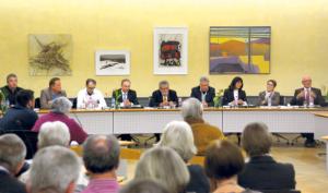 Bis auf Jost Rüegg (5.v.l.) kandidieren alle für den Stadtrat: (v.l.) Mirko Spada (parteilos), Fabian Neuweiler (SVP), Chris Faschon (parteilos), Thomas Beringer (EVP), Ernst Zülle (CVP), Dorena Raggenbass (parteilos) und Barbara Kern (SP). Ganz rechts: Stadtammann Andreas Netzle (parteilos). (Bild: Stefan Böker)