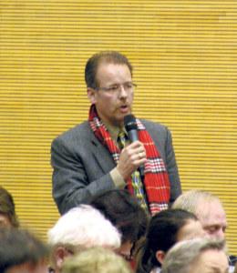 Roland Streit am Podium. (Bild: sb)